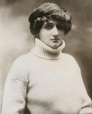 Фото. Баронесса Раймонда де Ларош в свитере (1913 год).
