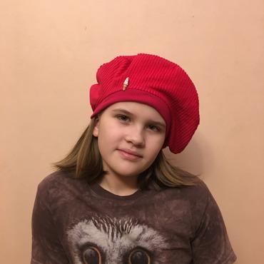 Фото. Стильный берет для девочки-подростка из вельвета. Автор работы - MalTa