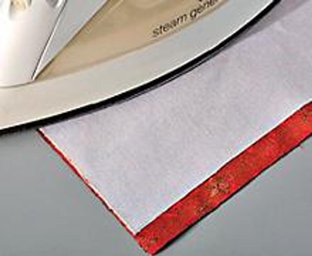 1. Выкройте детали для обложки: из шелка - полосу размером 35,5 х 16 см (с учетом припусков на швы по 1 см - по длинным сторонам обложки, см. схему), из дублерина - 35,5 х 14 см, из подкладочной ткани - 19,5 х 16 см. Проклейте изнаночную сторону ткани дублерином, установив на утюге режим отпаривания.