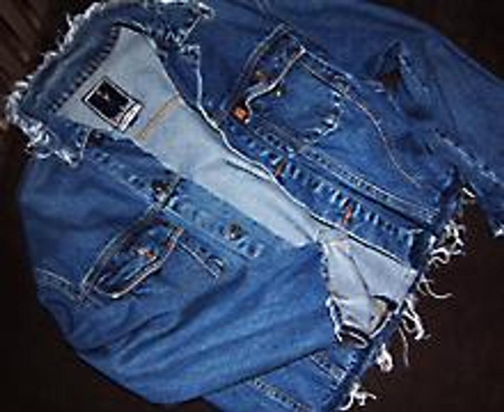 6. Так что, если вам надоела старая джинсовая куртка, беритесь за ножницы, и вперед!