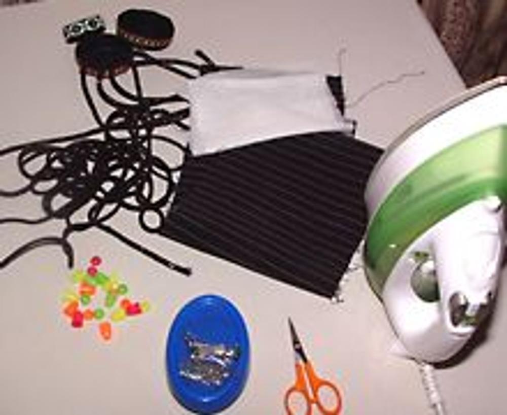 1. Для изготовления пояса понадобится тканевая основа, прокладка, различная тесьма, шнур для завязок или пуговицы, пряжки и т.д. для застежки.