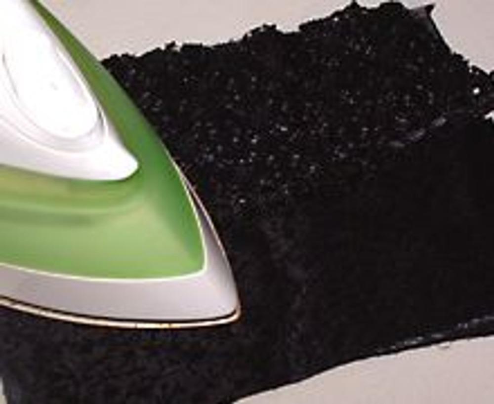 5. Приклеить свое произведение утюгом. Можно обойтись без паутинки и пришить детали на машинке или вручную.