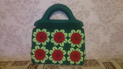 Фото. Яркая летняя сумочка из мотивов, связанных крючком  Автор работы - allavany