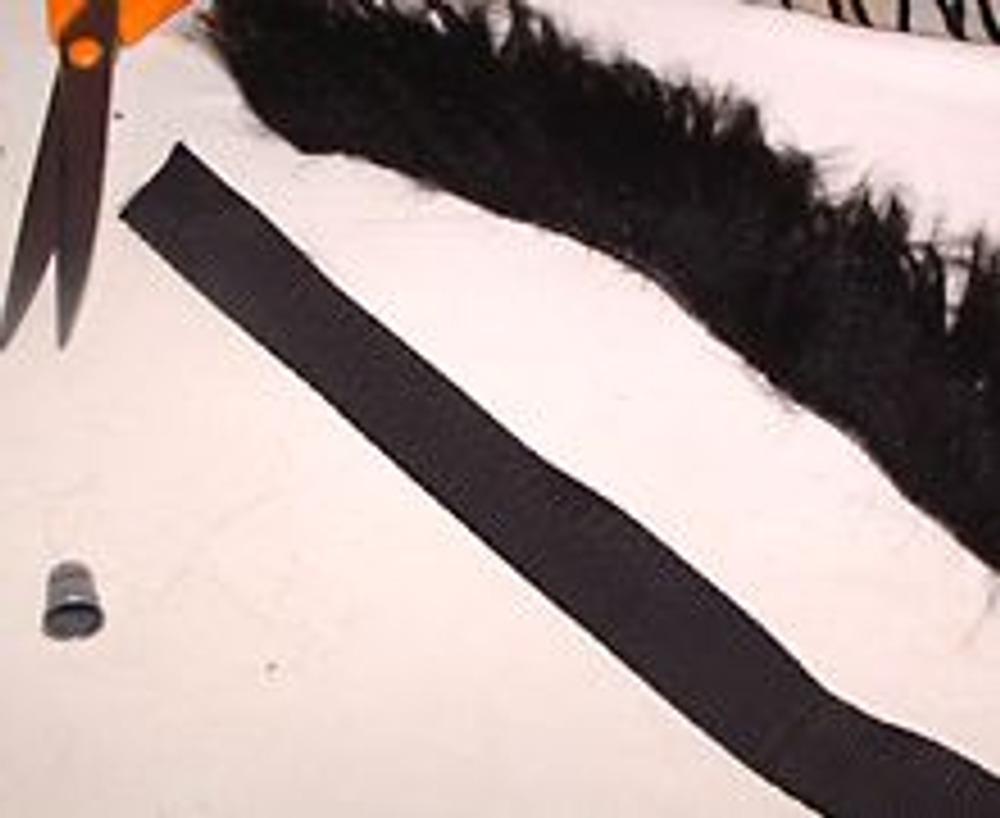 8. Заготовить ленту/тесьму для новой ручки нужной длины и полоску меха соответствующего размера.