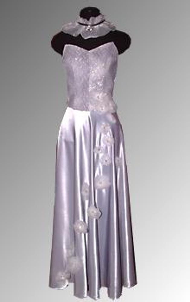 """14. Любое готовое вечернее, выпускное или свадебное платье можно декорировать так, чтобы оно отличалось от других похожих нарядов. Такой оригинальный воздушный декор не только продемонстрирует ваш вкус, но и придаст платью приятный шарм изделий """"от кутюр""""."""