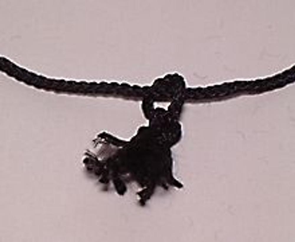 5. Кончики шнура на петле как следует размахрите для получения кисточек.