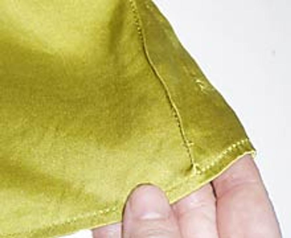 3. Начинайте и заканчивайте каждый защип, сводя его на нет. Такие рельефные полоски-защипы можно расположить только на передних половинках блузки или декорировать ее всю. Решайте сами!