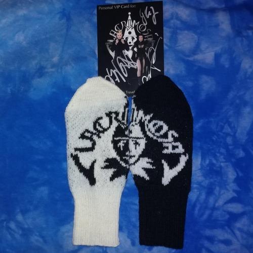 Фото. Варежки с логотипом любимой группы. Пряжа Семеновская Ольга, спицы 1,5мм. 2 мм.  Автор работы - НатТусся