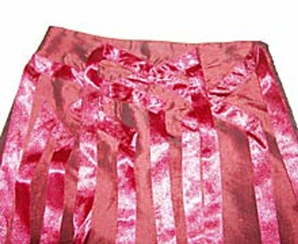 6. Таким образом можно декорировать только переднюю половинку юбки, а можно...
