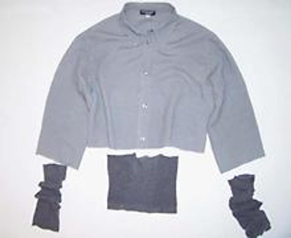4. При стачивании колготки следует сильно растягивать, чтобы их объёма хватило на всю ширину рубашки.