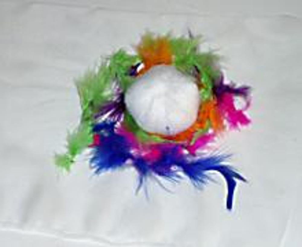 3. Положите на них шарик, оберните тканью.