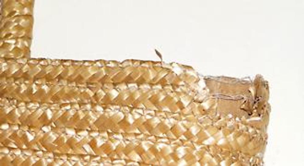 4c56dc774e5f Как правило, соломенная сумка протирается в верхней части на сгибах и  ручках. Эту неприятность можно легко устранить с помощью декора.