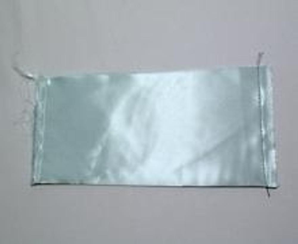 4. Сложите прямоугольную деталь сумки пополам и сострочите ее боковые срезы. На чертеже № 2 сгиб проходит по вертикальной середине закрашенного донышка.