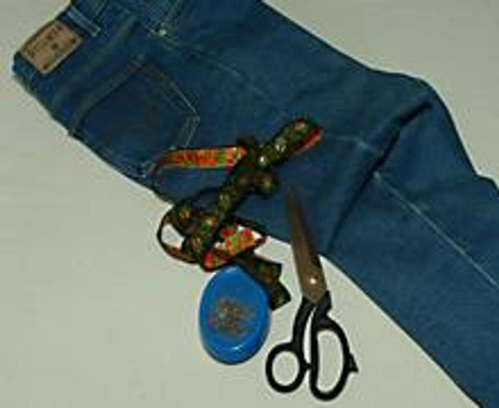 1. К сожалению, нередко случается такое, что любимые джинсы становятся малы по бедрам. Решению именно этой проблемы посвящен данный материал!
