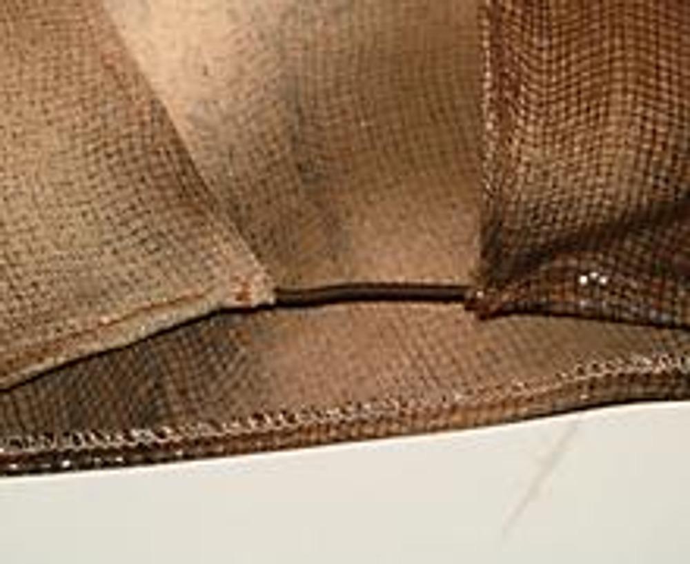 7. Низ подогнуть и настрочить, одновремненно закрепляя резинку (ок. 4 см в готовом виде).
