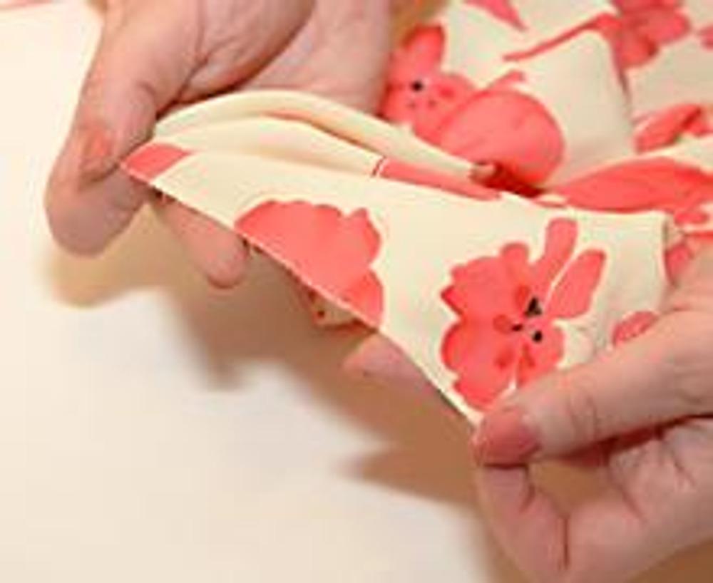 3. Срезы деталей обработать любым способом, например, узким зигзагом.