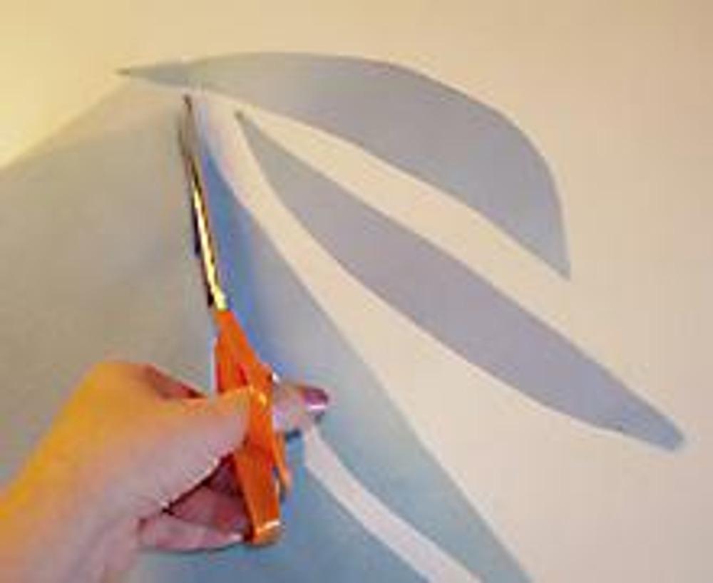 2. Нарежьте много-много лепестков произвольной формы.