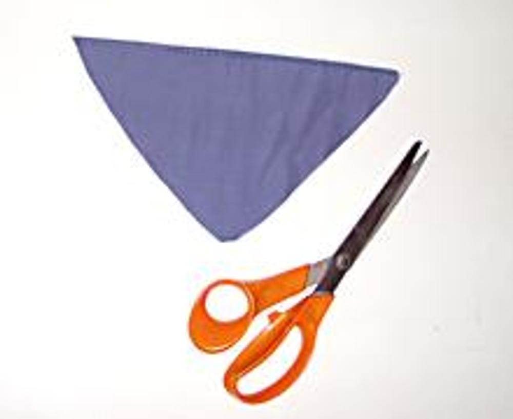 2. Затем раскроите небольшой треугольник для того, чтобы закрыть открытую часть ворота.