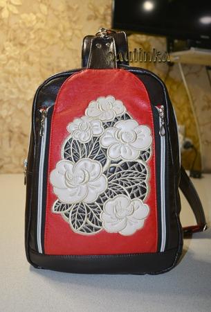 Фото. Оригинальный городской рюкзачок с вышивкой. Автор - pautinka1