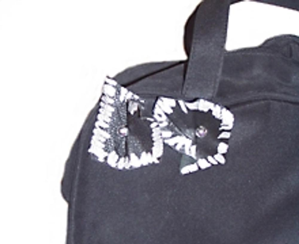 7. Фрагменты расположите так, чтобы закрыть всю переднюю поверхность сумки.