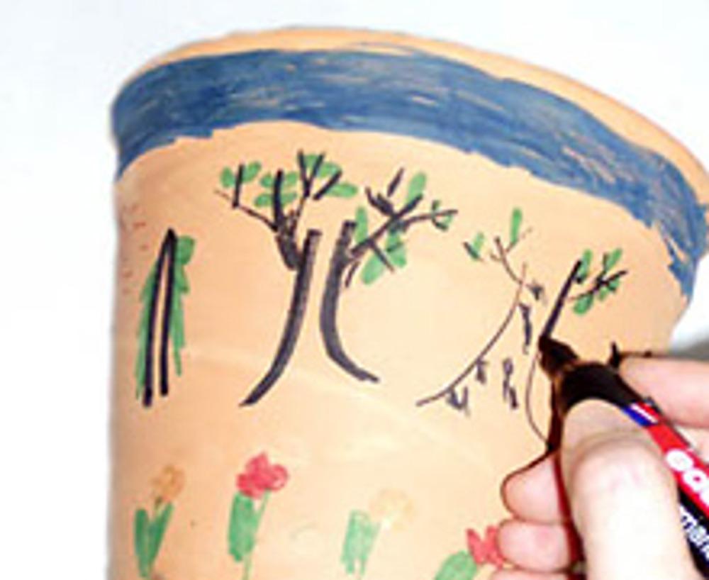 3. Если рисунок получился не очень выразительным, например, нарисован тонкими линиями или не четко, обведите его.