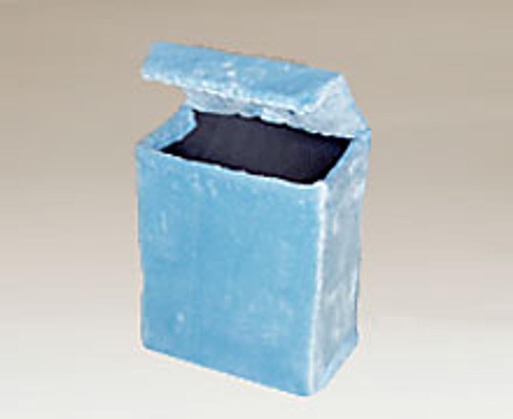 9. Сумочка закрывается как обычная коробка, верхняя часть крышки вставляется внутрь. При желании, используйте для замка кнопку или липучку.
