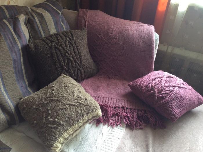 Фото. Плед и чехлы на подушки.  Автор работы - AnnaZlat