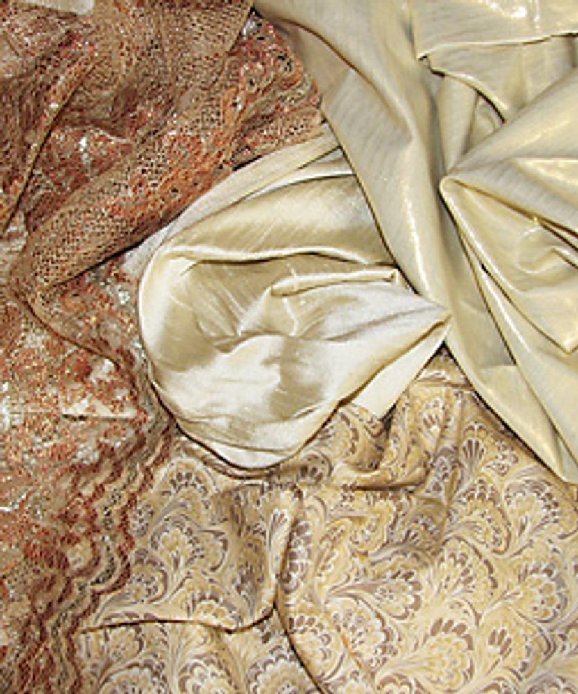 Тонкое кружево, шелк, хлопок - лучший выбор для нарядного платья.