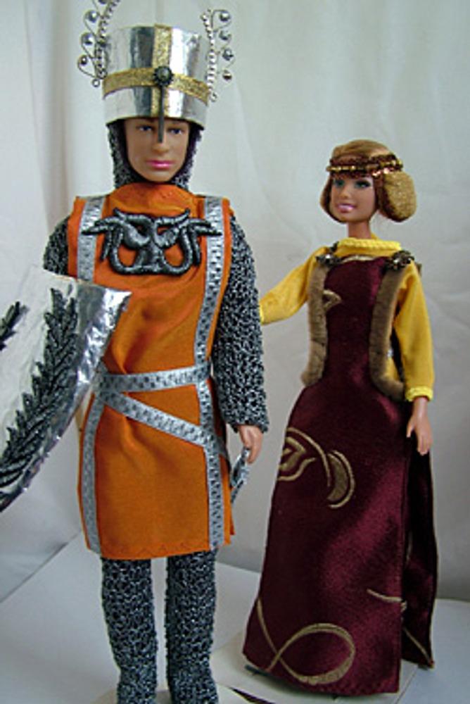 Образ рыцаря воплощал идеалы нравственности и вежливости, а дамы старались подчеркнуть в костюме свою женственность.