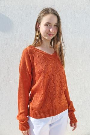 Фото. Весенний яркий пуловер.  Автор работы - Svetlaniya