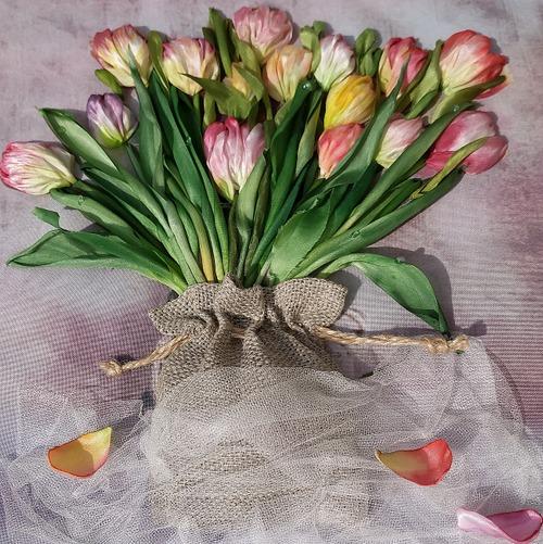 Фото. Тюльпаны, вышивка лентами по МК Ларисы Тороп.  Автор работы - nastenka72