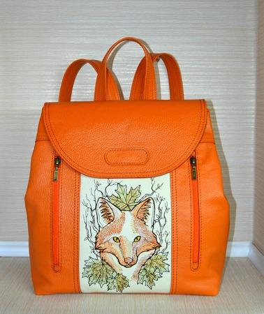 Фото. Рюкзак из мягкой натуральной кожи сочного оранжевого цвета. Украшен машинной вышивкой.  Автор - *Sonechka*
