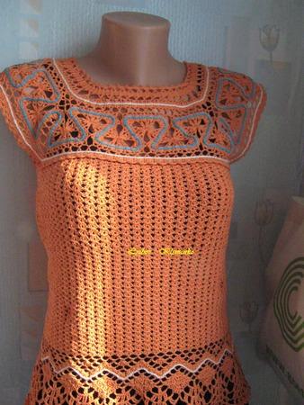 Фото. Оранжевый топ с брюгге-кокеткой и кружевной обвязкой.   Автор работы - Kluba
