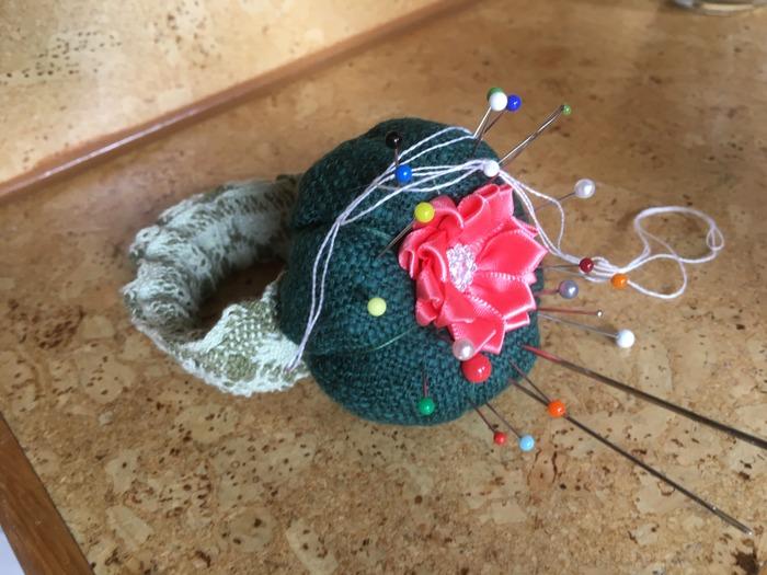 Фото. Игольница-кактус на руку. Автор работы - OliJul