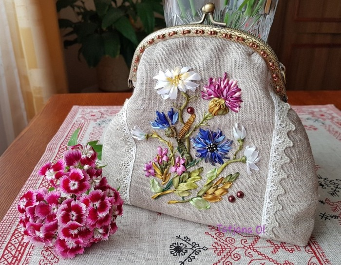 Фото. Васильки и ромашки, летняя сумочка. Вышивка лентами.  Автор работы - TatNik