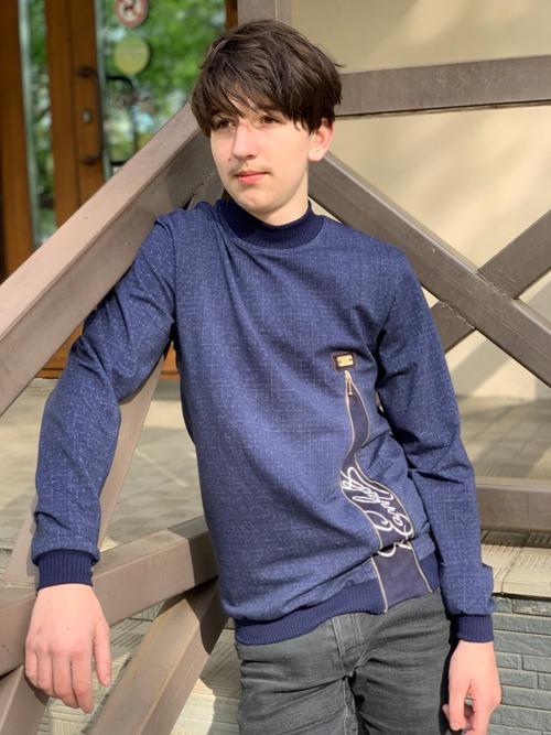 Фото. Свитшот для подростка из футера 2х-нитки с вышивкой.   Автор работы - Surochek