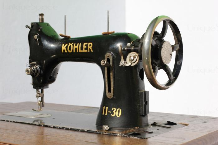 Фото. Моя бабушка постоянно сидела и вышивала на трофейной ножной машинке KOHLER, вот такой.