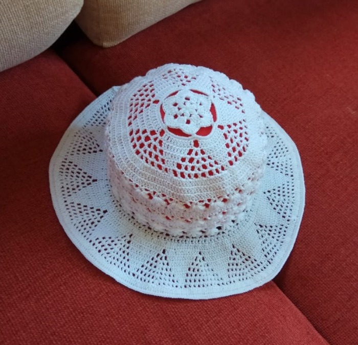 Фото. Шляпа для девочки крючком.  Автор работы - Motama