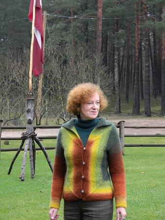 Фото. Любимая Кауни (Aade Long) цвета Fall и кофта собственной разработки, получившая кодовое название - Лисья.