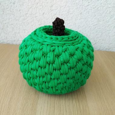 Фото. Корзинка в форме яблока. Связана из трикотажной пряжи крючком 6 мм.   Автор работы - berlinka