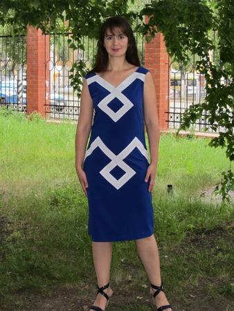 """Фото. Платье из журнала """" Шитье и крой"""": синяя ткань похожа на креп с эластаном, белая -  габардин."""