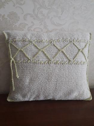 Фото. Вязаная подушка. Автор работы - Раида