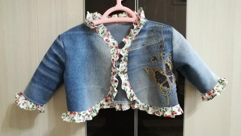Фото. Купленные лет пятнадцать назад джинсы сперва стали шортами, а теперь из них сшилось болеро для внучки. Вот результат. Автор работы - lana29.09