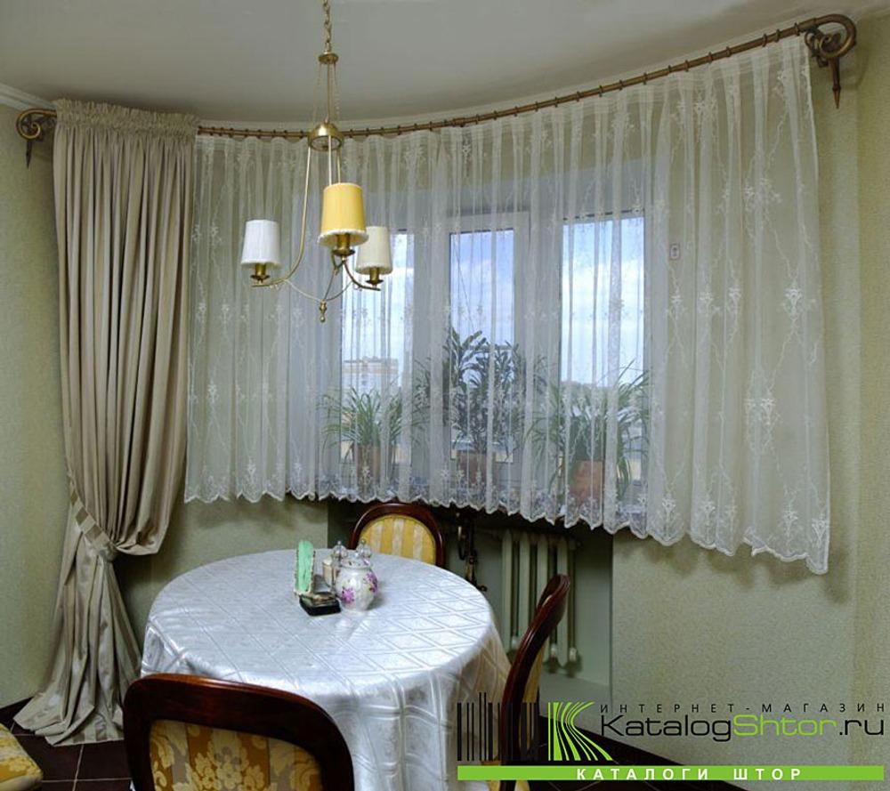 Рис. 5. Длинные портьеры, драпируемые по полу, наиболее уместны в гостиных или в спальнях.