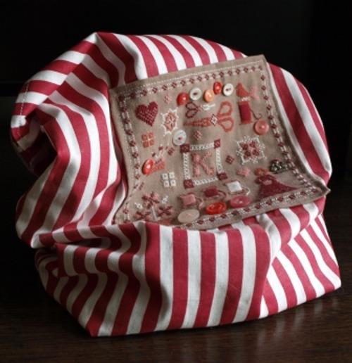 Фото. Вышивка + декор пуговками. Получился мешок для всякой всячины вышивальной  -  журналы, пяльца, кое-какие нитки. Автор работы - Sestritsa