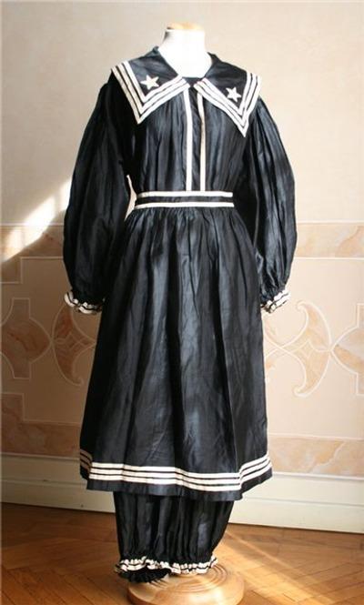 Фото. Дамский купальный костюм 1870-е годы.