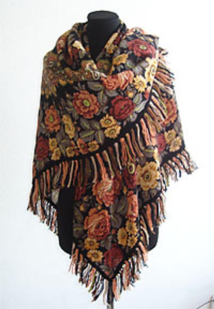 Фото 1. Декорированная павлопосадская шаль - общий вид.