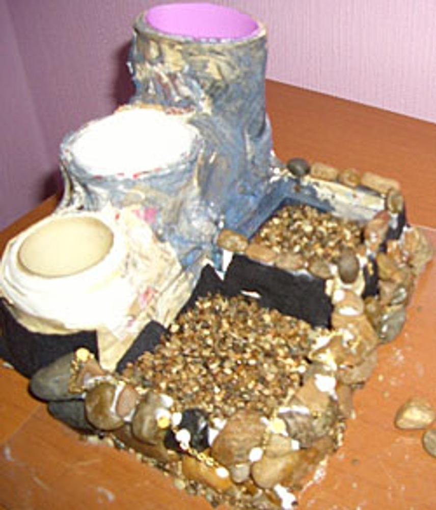 Фото. Процесс приклеивания камней.