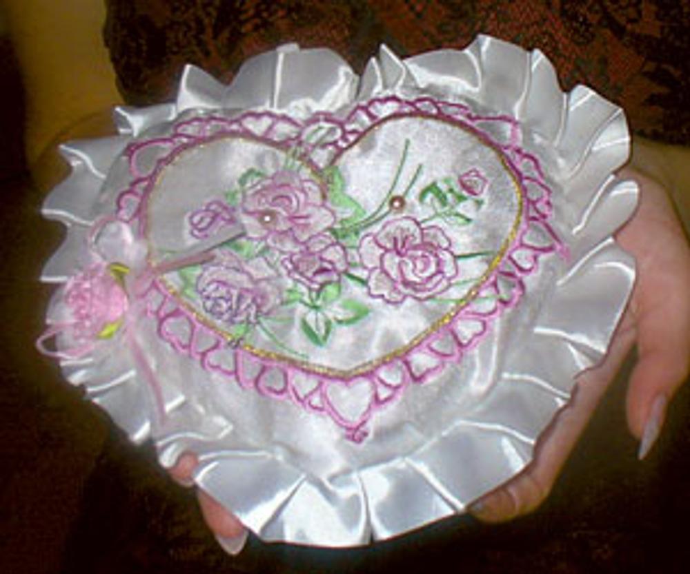 Фото 1. Свадебная подушечка под кольца.