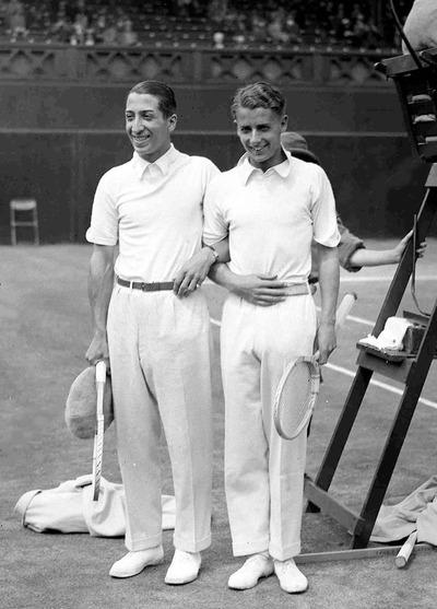 Фото. Рене Лакост и британский теннисист Банни Остин на Уимблдоне, 1928